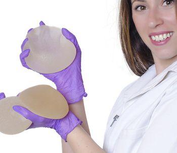 ¿Qué tipo de prótesis se utiliza? ¿Dónde y cómo se colocan los implantes?