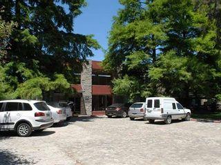 Estacionamiento y entrada a la Rieck Klinik