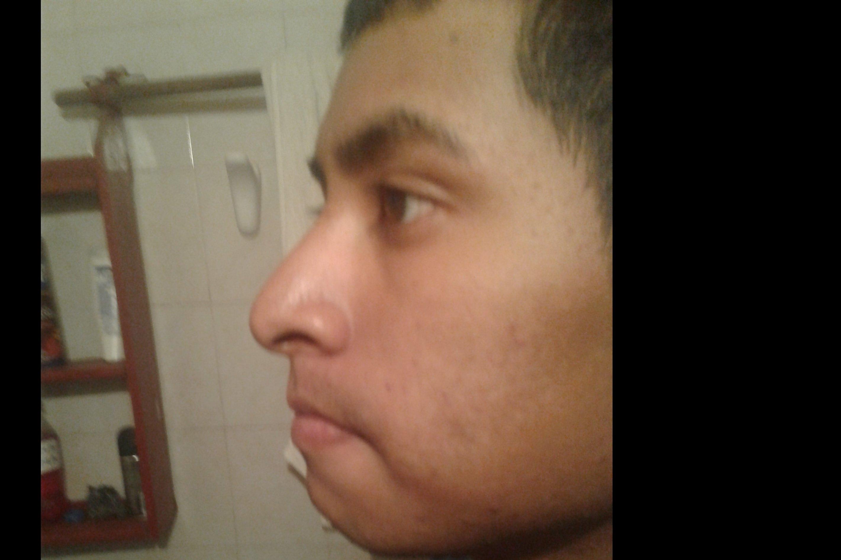 Yengo un poco caida la punta de la nariz - 4696