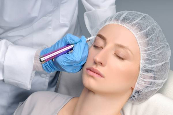 Tratamiento de microblading para cejas despobladas
